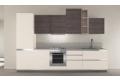 Composizione 7, cucina con ante in finitura matrix rovere grigio + matrix madreperla e modulo a giorno laccato lucido tortora