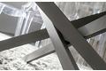 Vista dettagliata struttura in metallo intrecciata