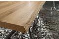 Dettaglio piano tavolo in scortecciato spessore 50 mm.