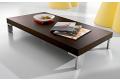 Tavolino moderno basso in legno con piedini in metallo cromato