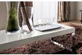 Tavolino bianco lucido da salotto con piedini alti a slitta cromati