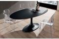 Tavolo con piano in fenix nero ingo e basamento in marmo laccato nero opaco
