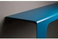 Consolle colorata da ingresso in metallo curvato