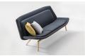 Divanetto 3 posti per sala attesa di design imbottito con gambe in legno