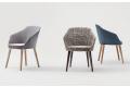 Poltrone sala conferenza di design imbottite con gambe in legno