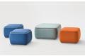 Pouf moderno quadrato colorato con cucitura bordino in contrasto