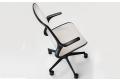 Poltrona ergonomica da ufficio di design con braccioli fissi incorporati