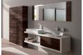 Bagno di design con top a C con cassetto, completo di colonne bagno e specchiera