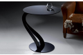 Tavolino di design con piano in vetro