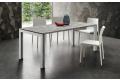 Tavolo moderno allungabile per 10 persone con gambe bianche con inserto in HPL