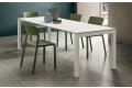 Tavolo moderno da soggiorno bianco allungabile con gambe in alluminio verniciato