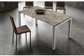 Tavolo design in gres porcellanato allungabile con gambe in alluminio anodizzato