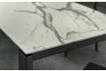 Tavolo in laminam bianco statuario allungabile con gambe in metallo antracite