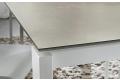 Tavolo in gres porcellanato di design allungabile da soggiorno con gambe bianche