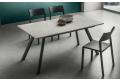 Tavolo design allungabile in HPL cimitan ash con gambe in alluminio antracite