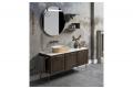 Bagno contemporaneo in legno con piano in marmo e lavabo soprapiano