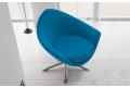 Poltrona dal design originale e moderno, colorata e comoda.