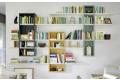 Libreria soggiorno sospesa colorata