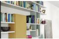 Parete libreria moderna colorata