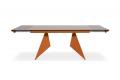Tavolo di design allungabile con struttura arancione e piano in vetro moka