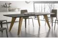 Tavolo design con gambe in legno di abete