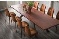 Tavolo design allungabile con piano in legno