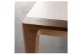 Tavolo moderno con piano in impiallacciato rovere laccato bianco