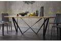 Tavolo design con gambe ad effetto intreccio