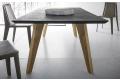 Tavolo moderno da soggiorno con gambe inclinate in legno