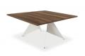 Tavolo grande quadrato da soggiorno in nobilitato con gambe in metallo