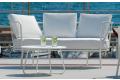 Divano di design con cuscini imbottiti da bordo piscina