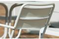 Sedia moderna a doghe con braccioli in metallo