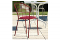Sedia da esterno in metallo con schienale reticolato