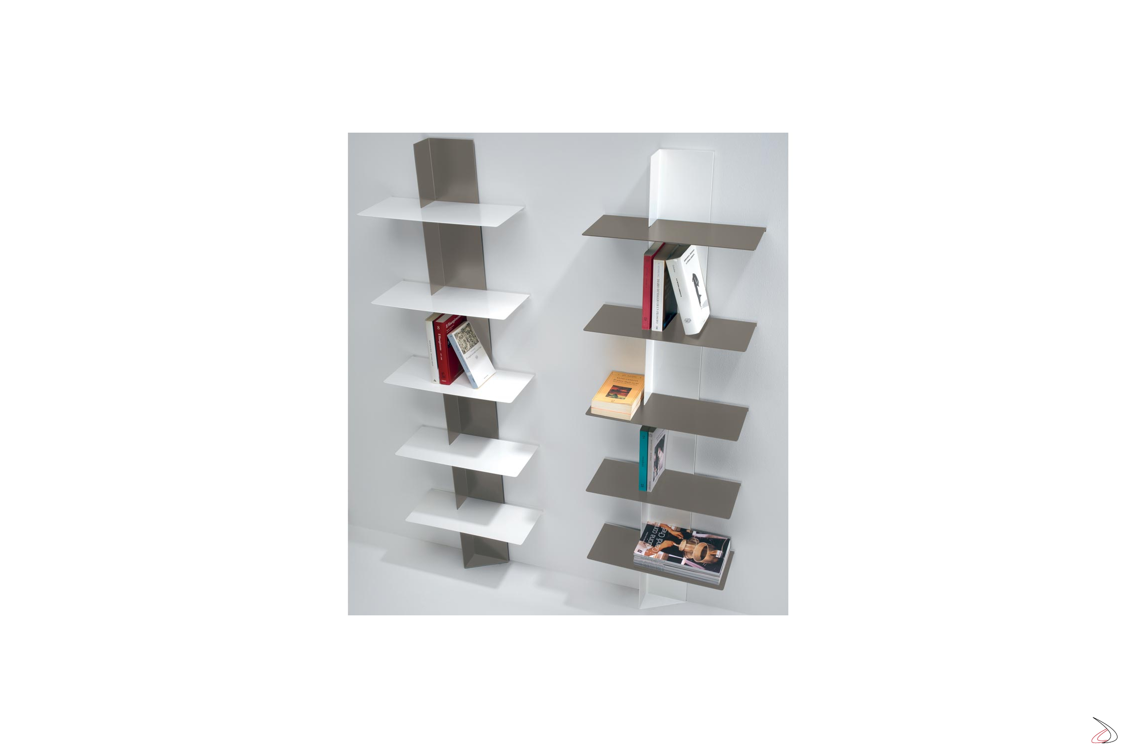 Libreria Verticale In Metallo.Libreria Verticale Sospesa In Metallo Colorato Lift Toparredi
