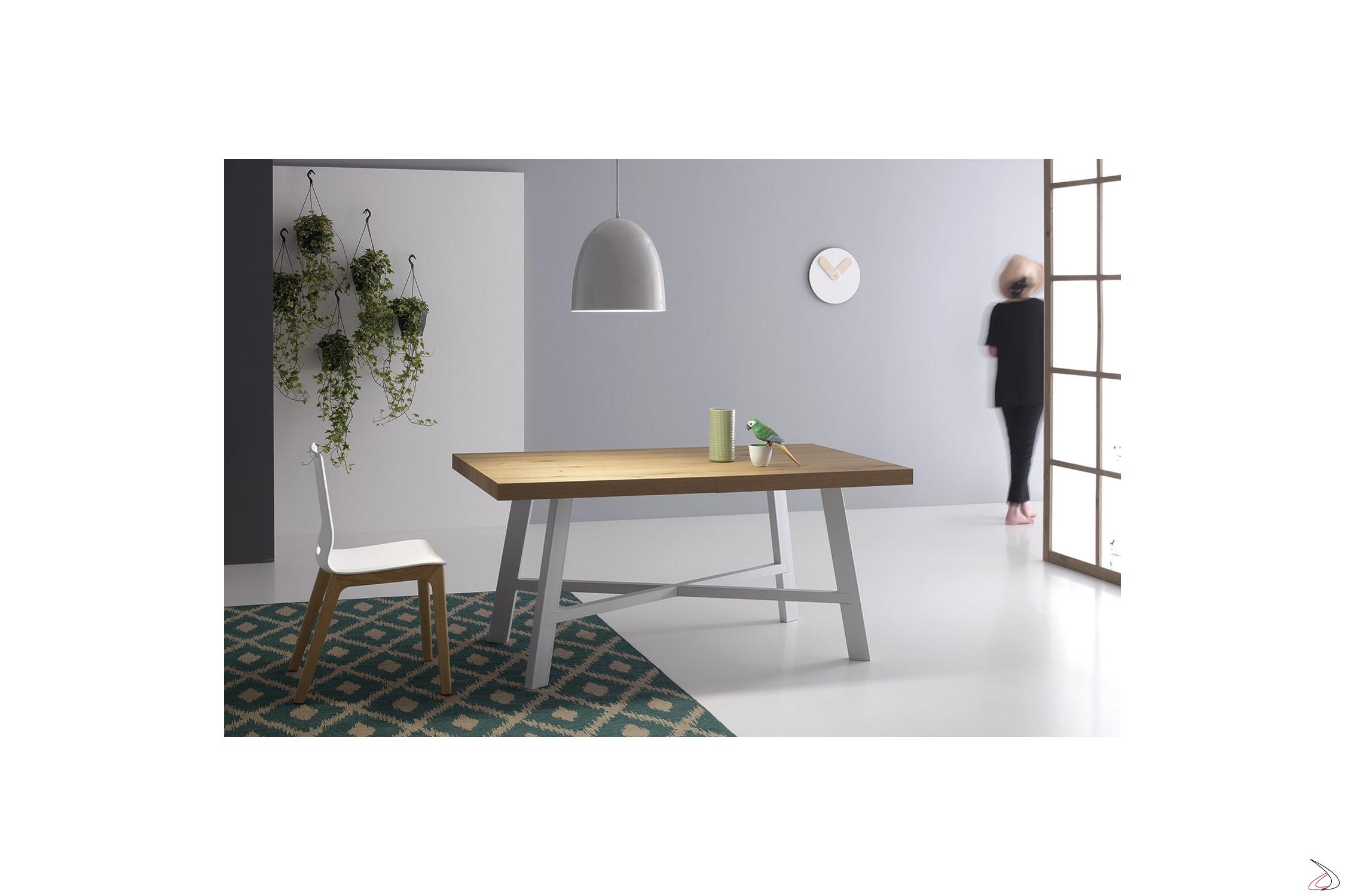 Tavolo Design Con Gambe In Acciaio E Poggiapiedi Thor Toparredi