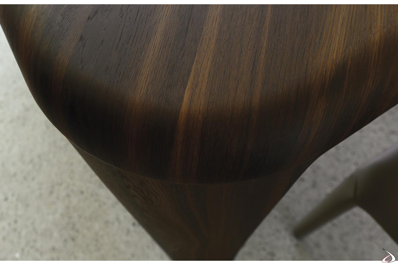 Gambe in legno con piano curvato in legno