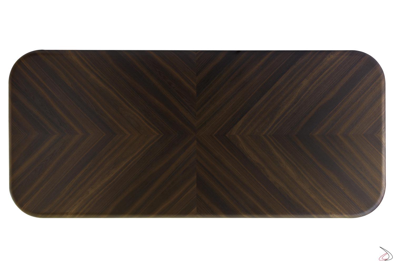 Tavolo con disegno geometrico nel piano