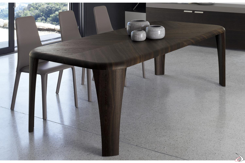 Tavolo moderno in legno con gambe perimetrali
