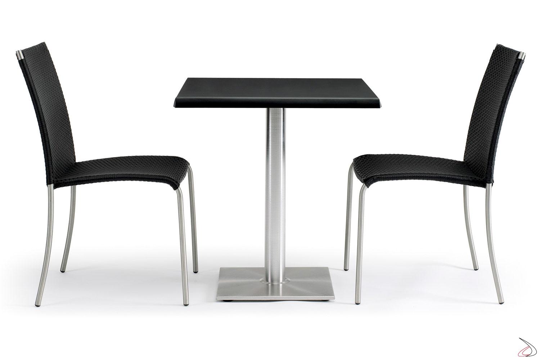 Arredamento per veranda esterna con tavolo e sedie colore antracite