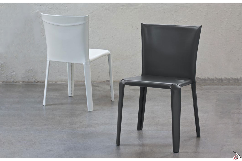 Sedie realizzate con struttura in acciaio completamente rivestita in cuoio