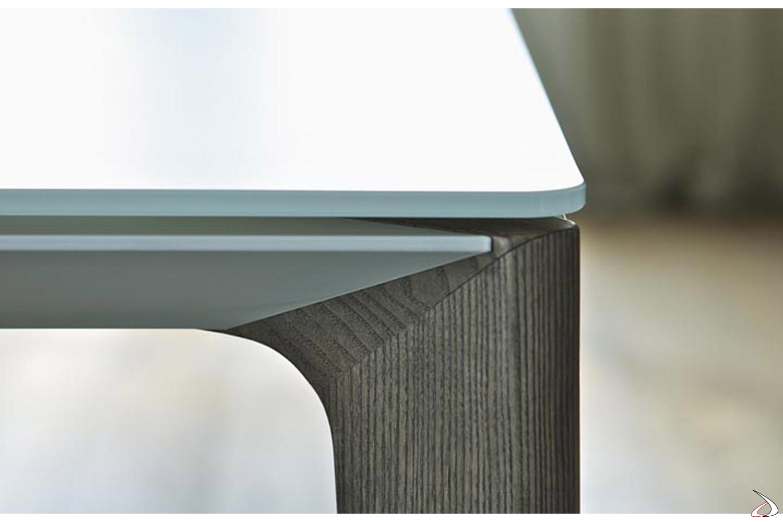 Tavolo moderno con gamba in legno massello rovere spessart