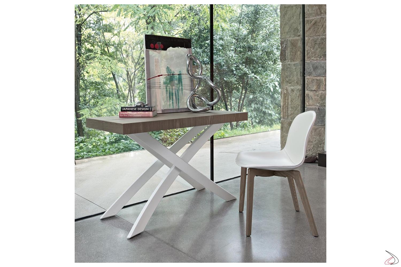 Consolle di design con gambe intrecciate bianche e piano in legno impiallacciato olmo