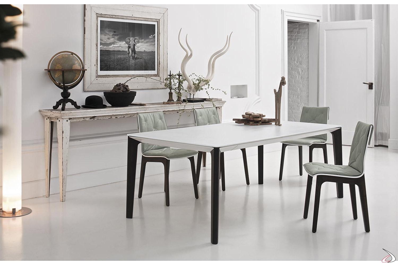 Tavolo design allungabile in cristallo con gambe in legno massello