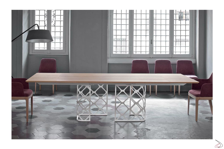 Tavolo allungabile in legno con basamento reticolato centrale