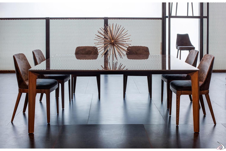 Tavolo quadrato di design grande in cristallo lucido con gambe in legno massello