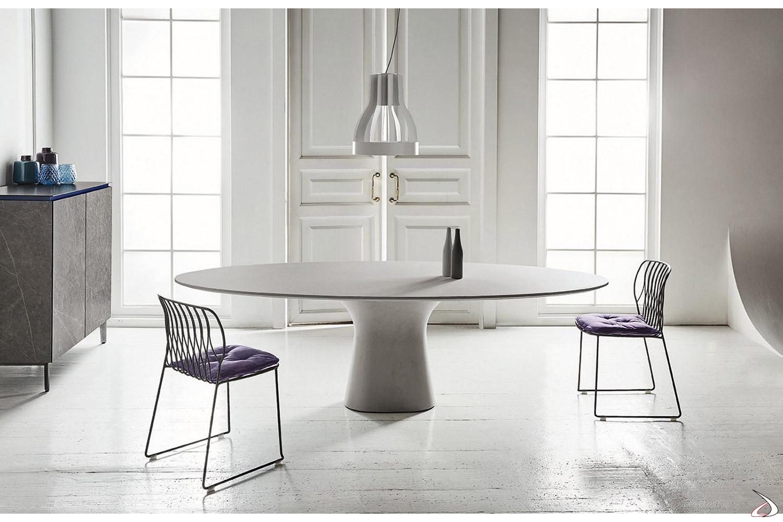 Tavolo ellittico moderno da soggiorno con gamba e piano in cemento