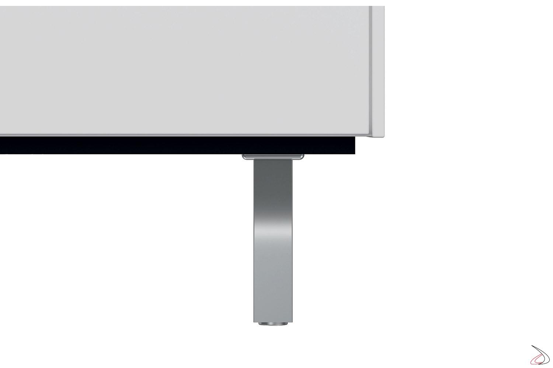 Mobile ufficio di design bianco con piedini alti in acciaio