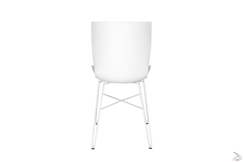 Sedia bianca da soggiorno con gambe in tondino di acciaio e seduta in polipropilene