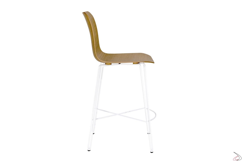 Sgabello per bancone cucina di design con sedile in legno e gambe in tondino di acciaio