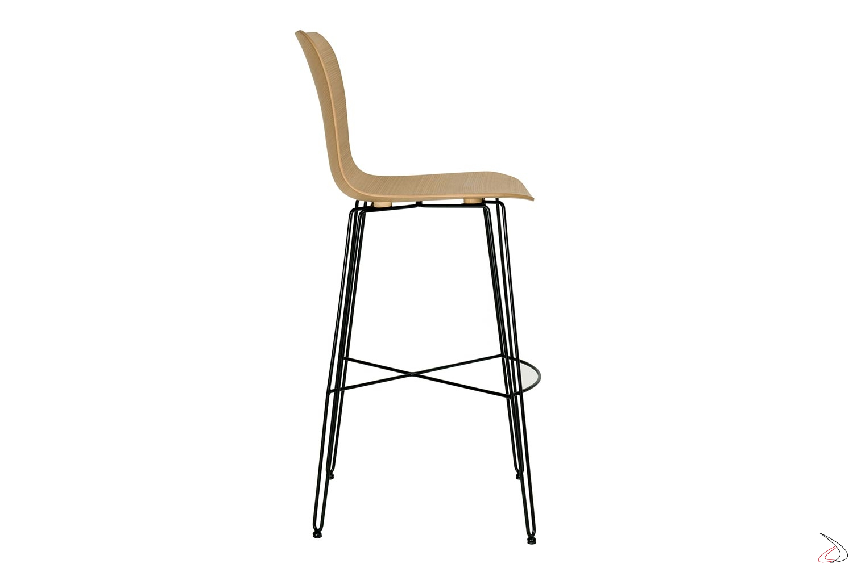 Sgabello di design in tondino di acciaio con poggiapiedi e sedile in rovere naturale